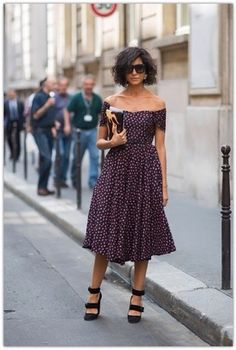 Love this off shoulder dress, so pretty and feminine. It looks great with the more aggressive shoe and fashion forward hair cut. Look Fashion, Fashion Beauty, Womens Fashion, Street Fashion, Street Chic, Paris Fashion, Street Wear, Paris Street, Spring Fashion