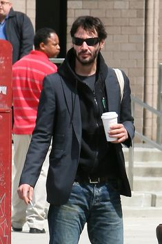 Keanu Reeves Photos - Keanu Reeves Drinks Coffee in NY - Zimbio