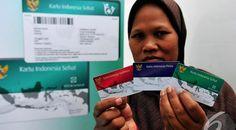Kunjungan Kerja ke Cilacap dan Banyumas Jokowi Bagikan Kartu Sakti