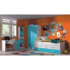 Un dormitorio juvenil decorado con la línea iBlue de muebles > Cama doble juvenil iBlue http://due-home.com/cunas-y-camas/cama-doble-juvenil-iblue.html Armario iBlue http://due-home.com/armarios-y-zapateros-infantiles-juveniles/armario-iblue.html Mesa de escritorio iBlue http://due-home.com/mesas-cajoneras-y-chifonieres/mesa-de-escritorio-iblue.html Estantería iBlue http://due-home.com/estanterias-y-almacenaje-oficina/estanteria-iblue.html