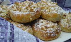Nejdříve do vlažného mléka dáme trochu cukru a droždí. Necháme chvíli nakynout. V míse smícháme všechny přísady na těsto a přidáme kvásek. Těsto... Eastern European Recipes, Russian Recipes, Ciabatta, Graham Crackers, Bagel, Doughnut, Mashed Potatoes, Biscuits, Cooking Recipes