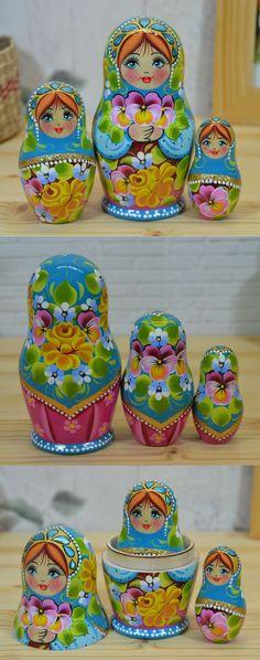 3 piece russian nesting doll by artist Nadezhda Tihonovich, more lovely matryoshka dolls at: www.bestrussiandolls.etsy.com