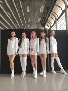 ITZY - The most highly expected girl group in 2020 - Sexy K-pop Stage Outfits, Kpop Outfits, Kpop Girl Groups, Kpop Girls, Girl Bands, White Outfits, Looks Style, New Girl, K Pop