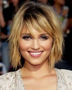 Shag hairstyles have been around for quite some time and have become very versatile over the decades. So here is a collection of beautiful shag hairstyles for women Chic Short Hair, Shaggy Short Hair, Short Shag Hairstyles, Square Face Hairstyles, Shaggy Haircuts, Shaggy Bob, Haircuts For Fine Hair, Short Hair With Bangs, Hairstyles With Bangs