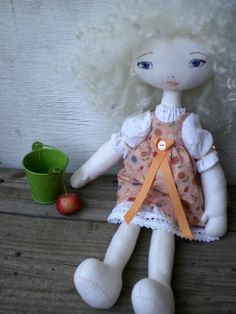 Doll curly-headed blonde