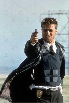 Seven 1995 réal : David Fincher Brad Pitt Collection Christophel Film Seven, Seven 1995, David Fincher, Se7en Movie, Film Movie, Film Pictures, Movie Shots, Detective, Fotografia