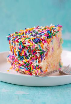 Celebrate your next birthday with our festive Funfetti Vanilla Layer Cake. Two layers of buttery vanilla cake covered in creamy vanilla buttercream and a boatload of funfetti sprinkles. Recipe from sweetestmenu.com #sprinkles #funfetti #cake #birthdaycake Recipe Steps, Recipe Link, Vanilla Buttercream, Vanilla Cake, Best Cake Recipes, Favorite Recipes, Sprinkles Recipe, Vanilla Greek Yogurt, Funfetti Cake