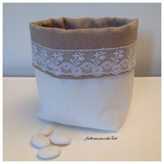 Secchiello per confetti in lino grezzo e pizzo, by fattoamanodaTati, 15,00 € su misshobby.com