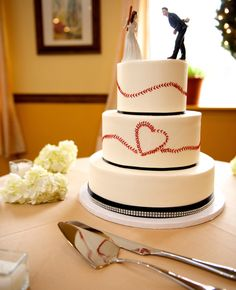 LOVE this Baseball Wedding Cake in honor of Opening Day! | Gobrail Photography | Blog.theknot.com