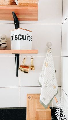detalhes da minha cozinha, cantinho favorito! Instagram Blog, Bathroom Hooks, Sweet Home, Photo And Video, Kitchen, House Beautiful