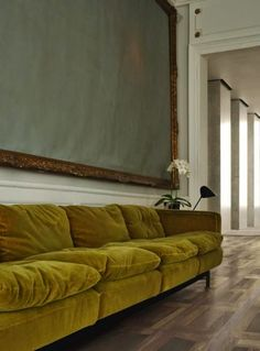 5 Mistakes To Avoid When Buying A Sofa – Spaces / Places – einrichtungsideen wohnzimmer Green Velvet Sofa, Green Sofa, Velvet Armchair, Velvet Cushions, Interior Inspiration, Furniture Inspiration, Room Inspiration, Fashion Inspiration, Home And Living