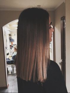 Are you going to balayage hair for the first time and know nothing about this technique? We've gathered everything you need to know about balayage, check! Ombre Hair Color, Hair Color Balayage, Balayage Bob, Balayage Hair Brunette Straight, Haircolor, Medium Bob Cuts, Cute Hair Cuts Medium, Medium Hair Styles, Curly Hair Styles