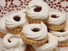 Biscoitos de Natal - biscoitos de manteiga com anéis de merengue - Weihnachtsbäckerei - Chocolate Köstliche Desserts, Sweets Recipes, Holiday Desserts, Holiday Recipes, Delicious Desserts, Biscuit Cookies, Cake Cookies, No Bake Cookies, Christmas Sweets