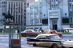 Frente a la Lotería Nacional, mediados de los 1960s