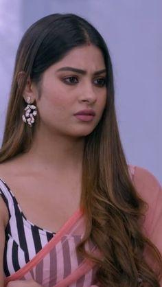 Sari Dress, Saree Blouse Designs, Beautiful Bride, Diamond Earrings, Actresses, Krishna, Womens Fashion, Girls, Indian