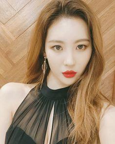 She kills every look - Modern South Korean Girls, Korean Girl Groups, Tv Presenters, Korean Star, Korean Celebrities, Beautiful Asian Girls, Korean Singer, Kpop Girls, Asian Beauty