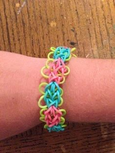 Rainbow Loom Patterns: Butterfly Blossom Rainbow Loom Pattern (youtube tutorial) See more: http://rainbowloompatterns.blogspot.com