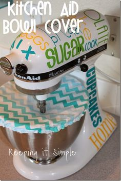 Keeping it Simple: Easy Kitchen Aid Bowl Cover Sewing Tutorial. I TOTALLY need to make this. I'm also seriously loving the subway art all over it too. Sewing Hacks, Sewing Tutorials, Sewing Crafts, Sewing Projects, Sewing Ideas, Sewing Patterns, Kitchen Art, Kitchen Aid Mixer, Kitchen Ideas