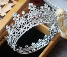 New European Royal Crown Silver Color Rhinestone Tiara Heart Shape Queen Crown Wedding Hair Accessories Height :diameter x height I Love Jewelry, Hair Jewelry, Bridal Jewelry, Bridal Crown, Bridal Tiara, Princesa Anne, Princess Tiara, Queen Crown, Tiaras And Crowns