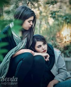 Sister Poses, Persian Beauties, Jeans Refashion, Stylish Dp, Shadi Dresses, Mehndi Dress, Girl Photography Poses, Girls Dpz, Friend Pictures