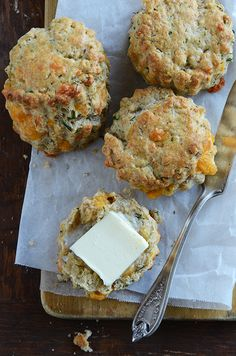 We all can agree that everything's better with chocolate. But cheddar and dill come pretty close too.enter Cheddar and Dill scones. And perfect for a late morning brunch. Or anytime, really. Cheddar Cheese, Cheese Scones, Muffins, Vintage Tea Parties, Savory Scones, Gluten, Dessert, High Tea, Pastries