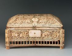 Boîte en ivoire - Italie XIIe siècle Fatimid Caliphate, Royal Room, Italy Culture, Art Articles, Southern Italy, 12th Century, Casket, Ivoire, Belle Epoque