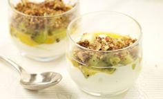 Salade de fruits exotiques au fromage frais et crumble coco