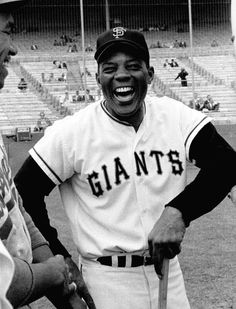 Portrait of San Francisco Giants center fielder Willie Mays before a game versus the Los Angeles Dodgers at Candlestick Park. Baseball Games, Sports Baseball, Baseball Players, Baseball Pics, Baseball Stuff, Indians Baseball, Mlb Players, Baseball Equipment, Team Player