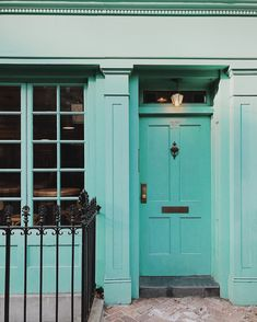 This front door looks like it could be in London but is actually in Brooklyn. The gorgeous blue-green hue on a front door made me smile as I made my way home on Sunday evening. Brooklyn Street, NYC