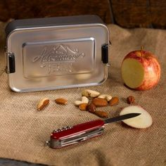 Metal Tin Lunch Box in Silver to store your sandwiches. or gear. The Gentlemen's Hardware snap-shut aluminum lunch tin box can serve you well on the job, in nature or at home as an interior accessory. Tin Lunch Boxes, Tin Boxes, Retro Gifts, Vintage Gifts, Vintage Metal, Retro Vintage, Cool Gifts, Unique Gifts, Wedding Gifts For Men