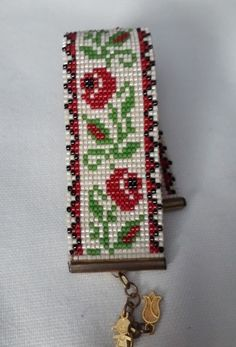 This Pin was discovered by Sor Loom Bracelet Patterns, Bead Loom Bracelets, Bead Loom Patterns, Beaded Jewelry Patterns, Friendship Bracelet Patterns, Beading Patterns, Native Beadwork, Native American Beadwork, Beard Jewelry