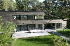 Une maison en bois au milieu des arbres - PLANETE DECO a homes world