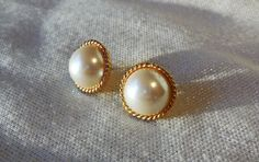 Hey, I found this really awesome Etsy listing at https://www.etsy.com/listing/512972261/large-faux-pearl-earrings-gold-tone