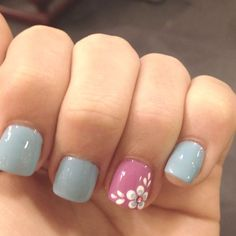 Gray gel nails. Love the flower detail! Nails art.