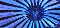 Kuppel im Sony Center am Potsdamer Platz bei Nacht.  http://besuch-berlin.de