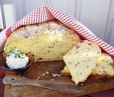 Ett solgult, glutenfritt matbröd med inslag av härligt röda och syrliga lingon som alla kan njuta av! Lättbakat så länge du är noga med att väga både vätska och mängden mjöl. Gluten Free Baking, Gluten Free Recipes, Bread Recipes, Lchf, Food N, Food And Drink, Sandwiches, Something Sweet, Bread Baking