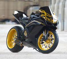 Suzuki : GSX-R Trans Am Smokey Bandit Edition http://www.beirresistiblereview.org/wp