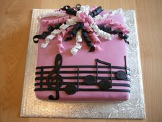 .cute and simple music note cake for a girl