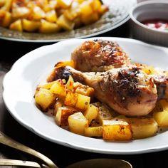 Hähnchenkeulen mit Kartoffeln Hähnchen geht immer und im Ofen sowieso. Die wenige Arbeit lässt sich schnell vorab erledigen und im heißen Ofen wird es von ganz alleine lecker. http://einfach-schnell-gesund-kochen.de/haehnchenkeulen-mit-kartoffeln/
