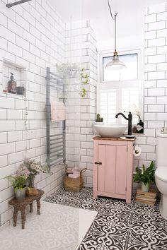 home design ideas 22 pretty pink room design ideas Bohemian Bathroom, Bohemian Decor, Design Apartment, Pink Room, Bathroom Interior Design, Diy Interior, Interior Paint, Bathroom Inspiration, Bathroom Inspo