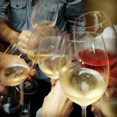 Brindis de El Vino del Mes #wine #winelovers #brindis #cheers
