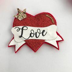 Valentines Day Holiday, Valentines Day Hearts, Handmade Sheet, Handmade Gifts, Letter Symbols, Diy Crown, Bottle Cap Crafts, Glitter Hair, Valentine Decorations