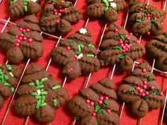 I too inherited a cookie press - looks like I now have a recipe to use with it!!!  The Chocolate Muffin Tree: Cocoa Press Christmas Tree Cookies