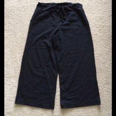 Lululemon Cropped Capri Drawstring Black 8 Lululemon Black Capri pants size 8. I think these are a pair of still cropped pants. They seem to run big. It has drawstring and pockets. No pills, stains or tears. lululemon athletica Pants Capris