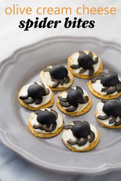Make these creepy crawly Olive Cream Cheese Spider snacks for your Halloween party! Easily adapt this recipe to make it gluten-free. #halloween #halloweentreats #halloweensnacks #glutenfree Halloween Snacks For Kids, Halloween Appetizers, Snacks Kids, Halloween Party, Halloween 2018, Easy Halloween, Best Gluten Free Recipes, Fall Recipes, Holiday Recipes