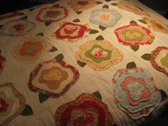 My French Rose Quilt w/tutorial Quilting Tutorials, Quilting Projects, Quilting Designs, Quilting Tips, Baby Girl Quilts, Girls Quilts, Rose Applique, Applique Quilts, Flower Quilts