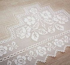 This Pin was discovered by zel Thread Crochet, Love Crochet, Filet Crochet, Crochet Lace, Knitting Patterns, Crochet Patterns, Crochet Curtains, Embroidery Needles, Lace Trim