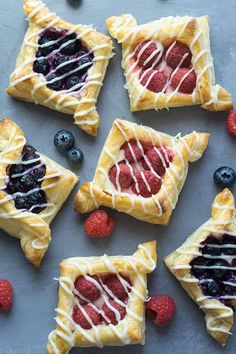 Berry and Cream Cheese Puff Pastries - Buttery layers with a vanilla-scented cream cheese filling, topped with juicy berries. So light and airy. Sweet Pastries, Puff Pastries, Puff Pastry Tarts, Cream Cheese Puff Pastry, Puff Pastry Sheets, Delicious Desserts, Dessert Recipes, Puff Pastry Recipes, Blackberry Recipes Puff Pastry