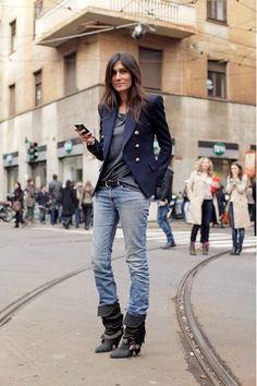 """Es sin duda uno de mis referentes indiscutidos a la hora de hablar de buen gusto, elegancia y un look que evita los excesos. La editora de Vogue París, destaca por llevar el tan amado """"look parisino"""" en clave effortless y es el claro ejemplo de que a través de buenos básicos sólo basta con incorporar un lindo bolso o zapatos para lograr un look..."""
