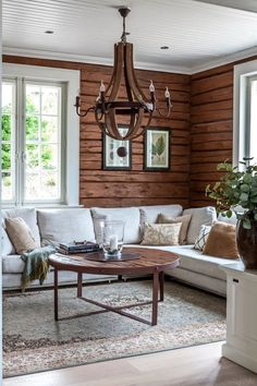 Log home interior - Living Room Color Trends A Touch Of Yellow For Summer – Log home interior Log Home Interiors, Cottage Interiors, Modern Cabin Interior, Interior Design, Modern Cabin Decor, Cabin Homes, Log Homes, Living Room Designs, Living Spaces